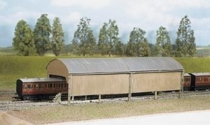 Ratio OO 527 Carriage Shed 320mmx105mm