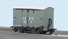 Peco OO9 GR-220B Lynton and Barnstaple Railway Livery Box Van No 7