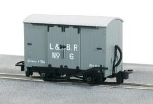 Peco OO9 GR-220D Lynton and Barnstaple Railway Livery Box Van No 6