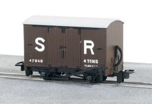 Peco OO9 GR-221E SR Livery Box Van No 47040