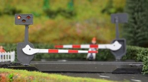 Train Tech OO LC10P Level Crossing Barrier Set with Lights & Sound (Pair)