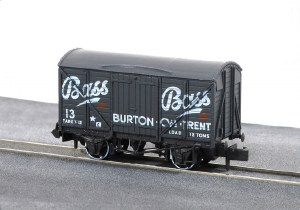 Peco N NR-P131 10ft Wheelbase Box Van, 'Bass'