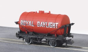 Peco N NR-P163 10ft Wheelbase Petrol Tank Wag