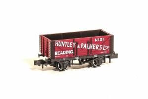Peco N NR-P425 10ft Wheelbase Coal, 7 Plank, 'Huntley & Palmers Ltd' 21