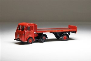 Pocketbond Classix OO PKEM76505 Jen-Tug & Flatbed Trailer CORONA FAMILY DRINKS