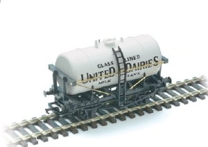 Peco OO R-74U Milk Tank Wagon United Dairies