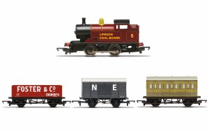 Hornby RailRoad OO R30035 Steam Engine Train Pack