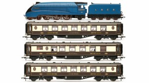 Hornby OO R3402 LNER Queen of Scots Train Pack - Limited Edition