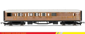 """Hornby RailRoad OO R4333 Gresley 61' 6"""" Brake Composite Corridor LNER Teak"""
