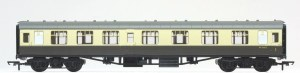 Hornby RailRoad OO R4353 Mk1 CK Composite Corridor BR (WR) Chocolate & Cream