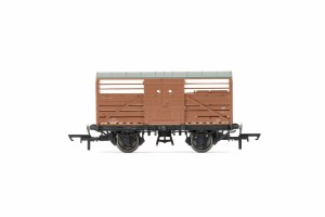 Hornby OO R6840A BR Dia. 1530 Cattle Wagon S52347