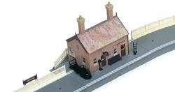 Hornby OO R8000 Country Station