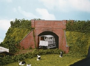 Wills Kits OO SS53 Brick Arch Bridge complete with abutments