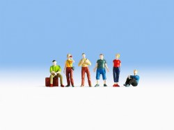 Young Travellers (HO Scale)