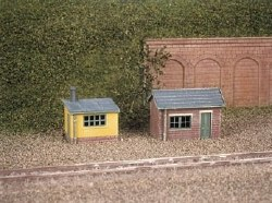 2 Lineside Huts 1 brick 1 wood