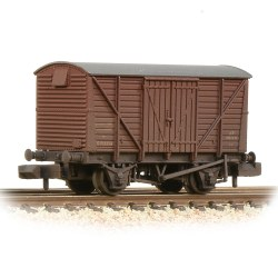 BR 12T Ventilated Van Planked Sides BR Bauxite (Early) - Weathered