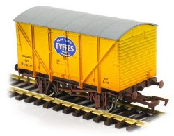 Banana Van Fyffes Yellow B240737 Weathered