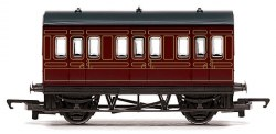 Four Wheeled Coach LMS Lined Crimson