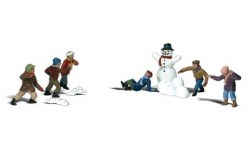 Snowball Fight (HO Scale)