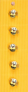 Incomp Buttons L015 Bees