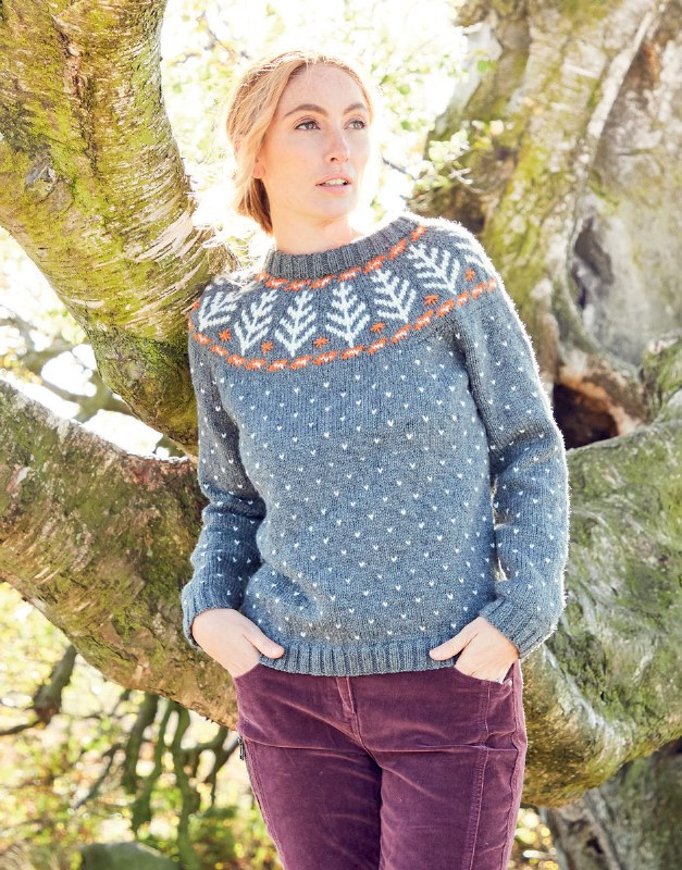 Hayfield 8290 Sweater in dk