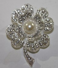 Pearl and diamante flower brooch