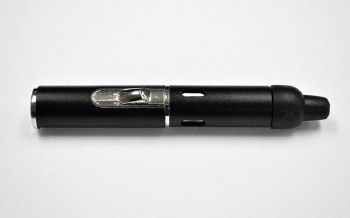 Black Click & Hit Self Lighting Pipe
