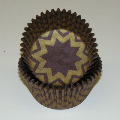 """1.25"""" X 2"""" Chevron Brown and Gold Baking Cups 500 Count"""