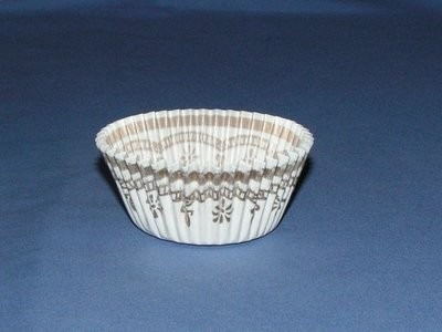 """13/16""""X1-3/8"""" Round White and Gold Baking Cups 500 Count"""