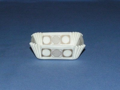 """3/4"""" X 2"""" Square Gold & White Baking Cups 500 Count"""