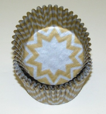 """1.25"""" X 2"""" Chevron Brown and White Baking Cups 500 Count"""