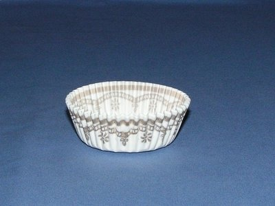 """7/8""""X2"""" Round White and Gold Baking Cups 500 Count"""