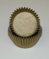 "3/4"" X 1-3/8"" Gold Mini Baking Cups 500 Count"