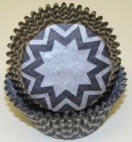 """1.25"""" X 2"""" Chevron Black and Silver Baking Cups 500 Count"""