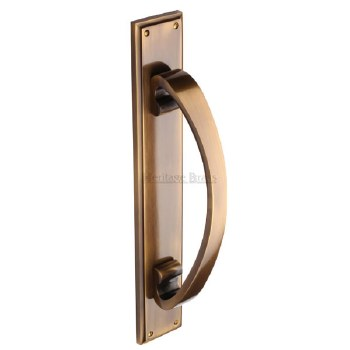 Heritage V1162 Pull Handle on Plate Antique Brass Lacquered