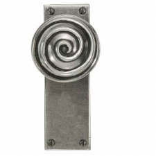 Finesse Swirl Door Knobs on Latch Plate FD034 Solid Pewter