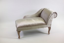 Retro Chaiselongue Valois Made with Champagne Velvet Material 119cm x 52cm x 68cm