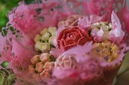 Floral Cupcake Box of 7 Pink & White