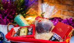 Luxury Food Hamper With Christmas Pudding Large