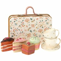 Suitcase with Cakes for Two