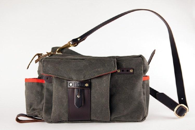 Finn Essex Side Bag Olive
