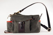 Finn Essex Side Bag Olive