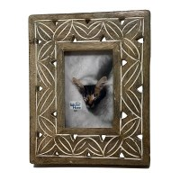 """4"""" x 6"""" Whitewashed Brown Carved Wood Picture Frame"""