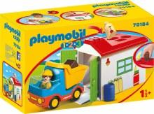 Ouvrier avec camion et garage