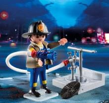 Pompier avec bouche d'incendie