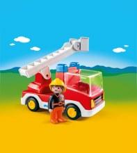 Camion de pompier avec échelle pivotante
