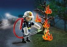 Pompier avec arbre en feu