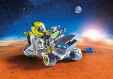 Spationaute avec véhicule d'exploration