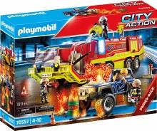 Camion de pompier et véhicule enflammé