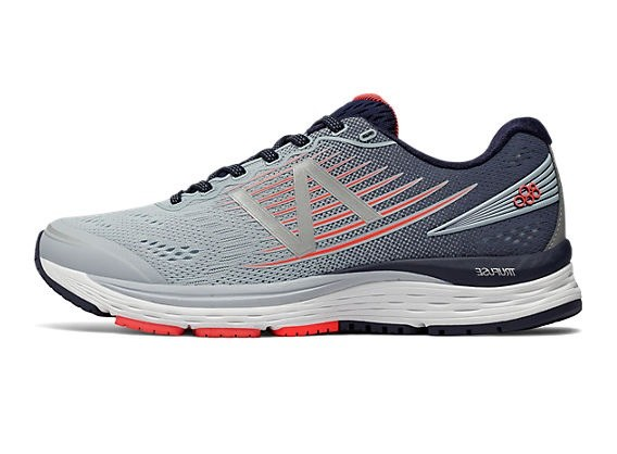 women picked up look out for New Balance 880v8